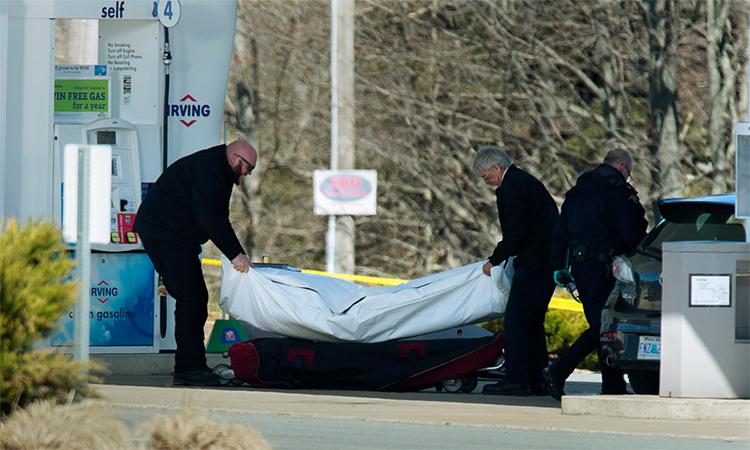 Bắn chết 22 người vì cãi nhau với bạn gái