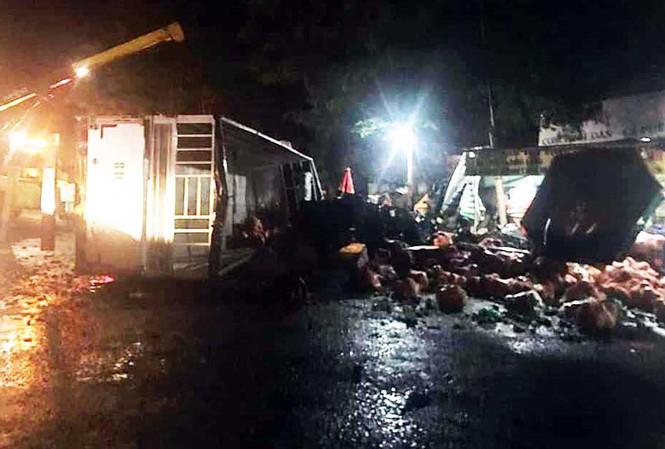 Liên tiếp hai vụ lật xe tải chở rau trên đèo Bảo Lộc