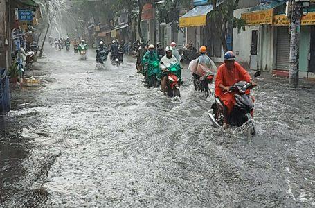 Các tỉnh phía Đông Bắc bộ và Bắc Trung bộ chiều tối có mưa giông rải rác, cục bộ có mưa vừa, mưa to. Trong mưa giông có khả năng xảy ra lốc, sét, mưa đá và gió giật mạnh ẢNH: T.N