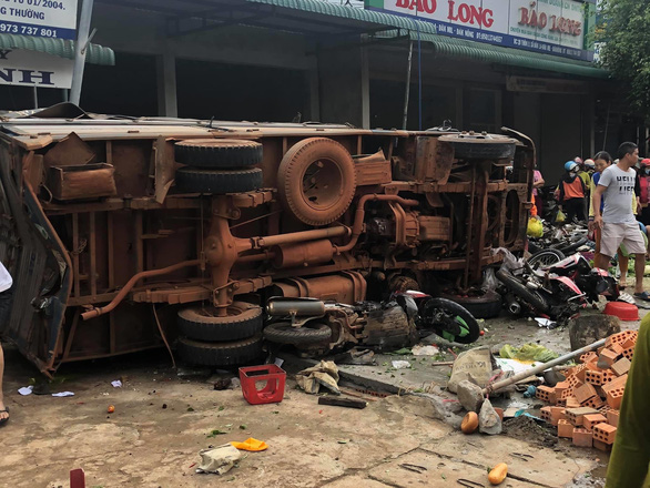 Đăk Nông: Tai nạn kinh hoàng – xe tải trọng lớn lao thẳng vô chợ, 5 người chết