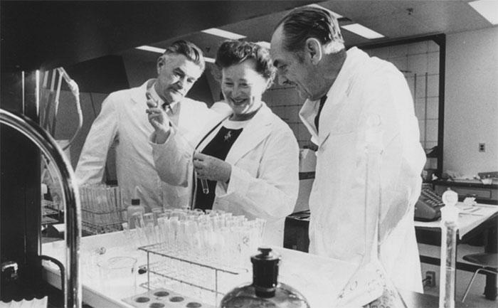 """Gertrude """"Trudy"""" Elion – người phụ nữ đã đem tới cho chúng ta thuốc kháng virus"""