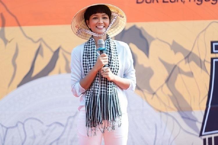 H'Hen Niê kêu gọi ủng hộ miền Trung chạm mốc 200 triệu