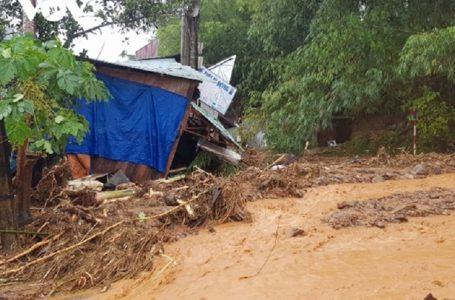 Mưa lớn gây sạt lở nghiêm trọng tại huyện Nam Trà My, tỉnh Quảng Nam. (Ảnh: baochinhphu.vn)