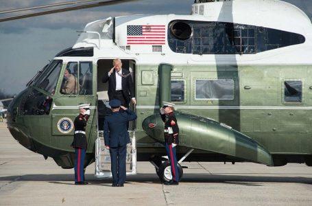 Tổng thống Trump trên chiếc trực thăng Marine One nổi tiếng được chính phủ Mỹ cấp cho (ảnh: People)