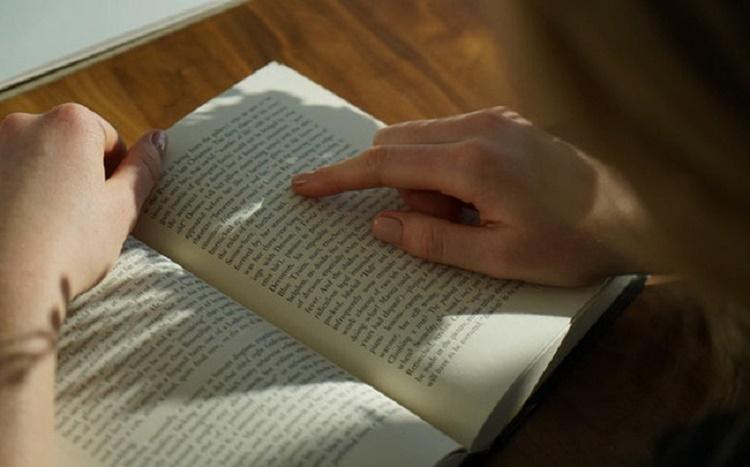 """""""Ngộ độc"""" khi đọc sách self-help: Đọc với trí tuệ tỉnh táo và khoa học, tránh ngây ngất, chìm đắm vào những lời tán dương thiếu thực tế…"""