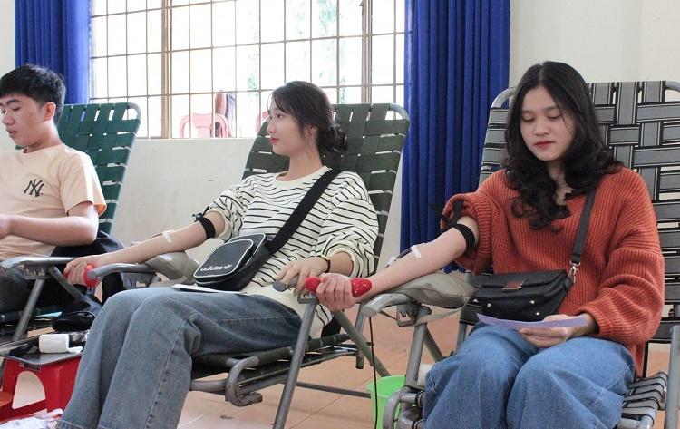 Hơn 500 tình nguyện viên tham gia Ngày hội hiến máu