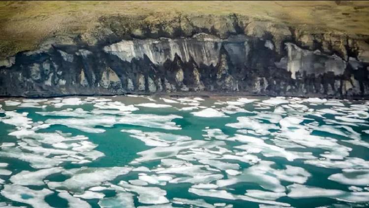 """""""Xác sống"""" đe dọa Trái Đất ẩn mình dưới Bắc Băng Dương"""
