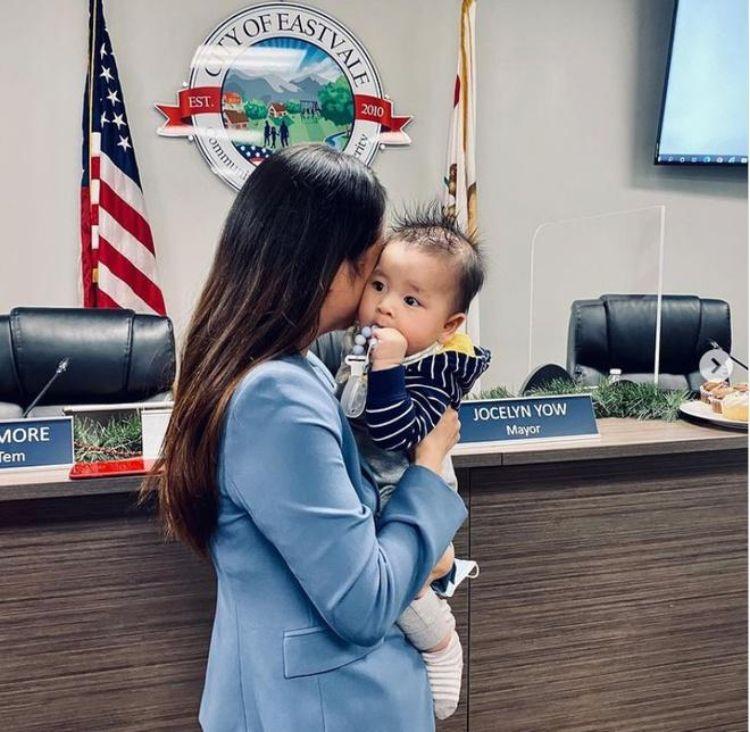 cô gái gốc việt được bầu làm thị trưởng