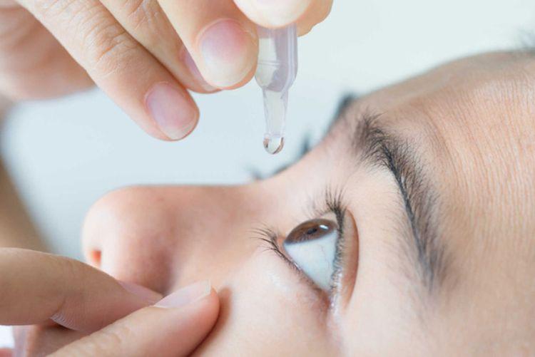 hành vi gây hại cho mắt
