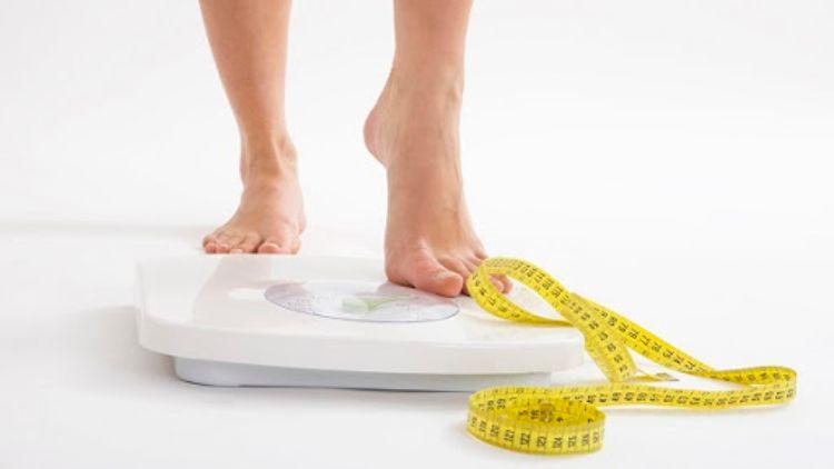 kiểm tra cân nặng