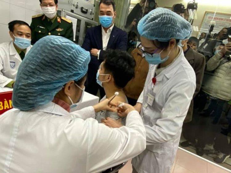 """Người Việt đầu tiên tiêm thử nghiệm vắc xin COVID-19 """"made in Vietnam"""""""