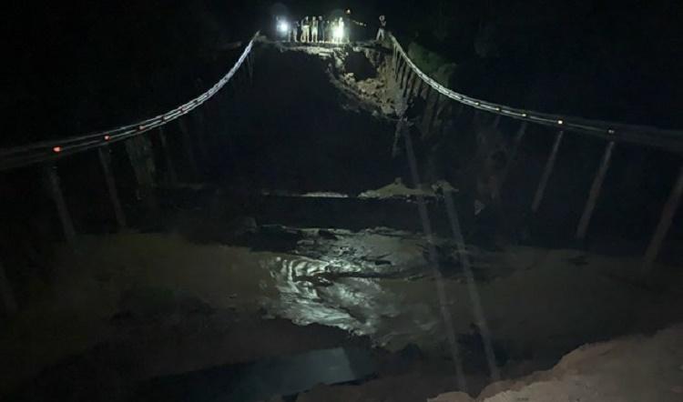 Quốc lộ 26 đoạn qua Đắk Lắk sụt lún nghiêm trọng, giao thông tê liệt