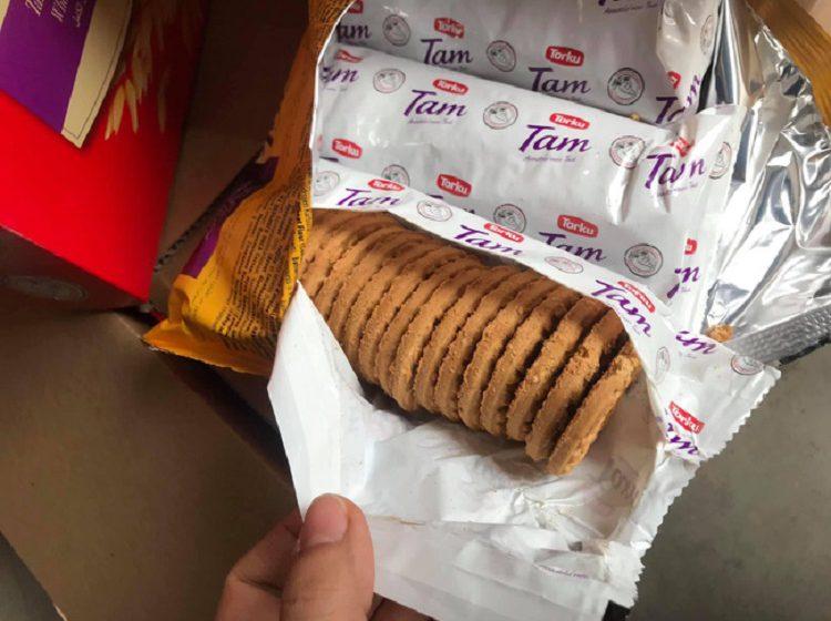 """""""Phù phép"""" bánh quy hết hạn gần 1 năm thành bánh mới"""