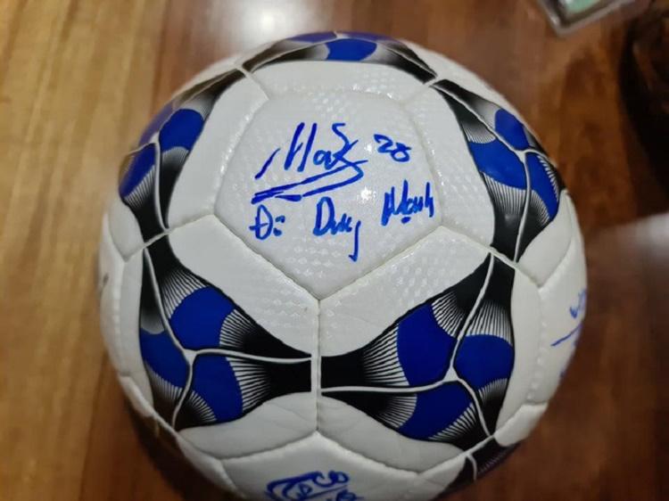 bóng có chữ ký của cầu thủ