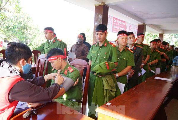 Chủ nhật Đỏ tại Công an tỉnh Đắk Lắk: Nhà tu hành, người dân vào hiến máu
