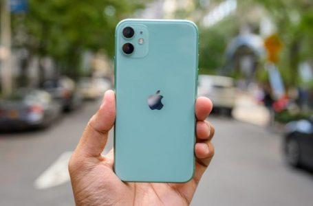 Toàn khởi đầu xu hướng xấu, nhưng sao các hãng khác cứ chạy theo Apple?