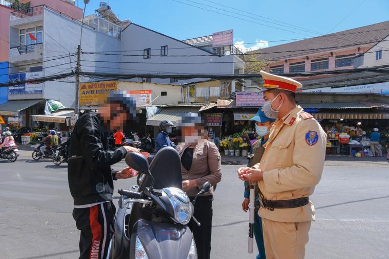 Đà Lạt tiếp tục phạt nặng các trường hợp không đeo khẩu trang nơi công cộng
