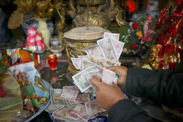 lệ đổi tiền lẻ đi chùa