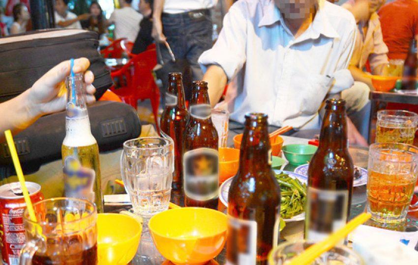 """""""Văn hóa"""" uống rượu bia của người Việt – Bao giờ cho hết cơn say"""