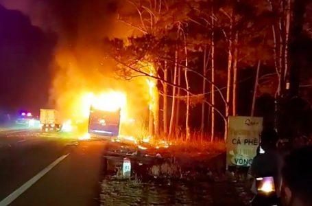 Đắk Nông: Xe khách bốc cháy ngùn ngụt trên đường HCM, tài xế nhảy khỏi xe thoát chết