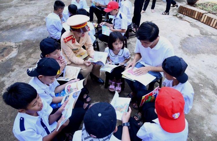 """Đăk Lăk: """"Thư viện về buôn 22"""" – lan tỏa văn hóa đọc sách tới các bạn trẻ"""