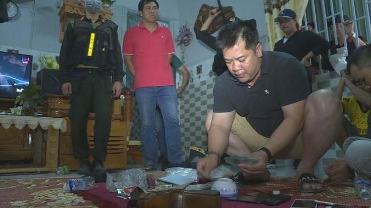 Đắk Lắk: Đột kích sòng bạc nhiều tầng lớp bảo vệ, bắt giữ hơn 30 đối tượng