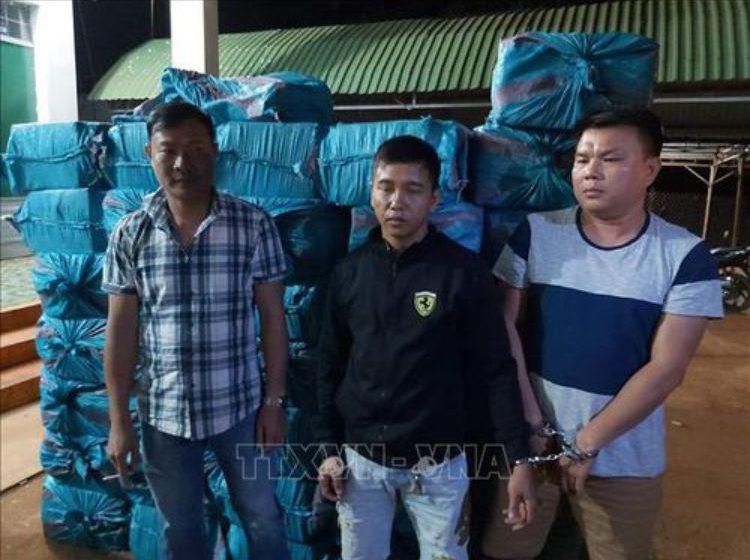 Đắk Lắk: Khởi tố, bắt tạm giam 3 đối tượng vận chuyển hơn 18.000 bao thuốc lá lậu