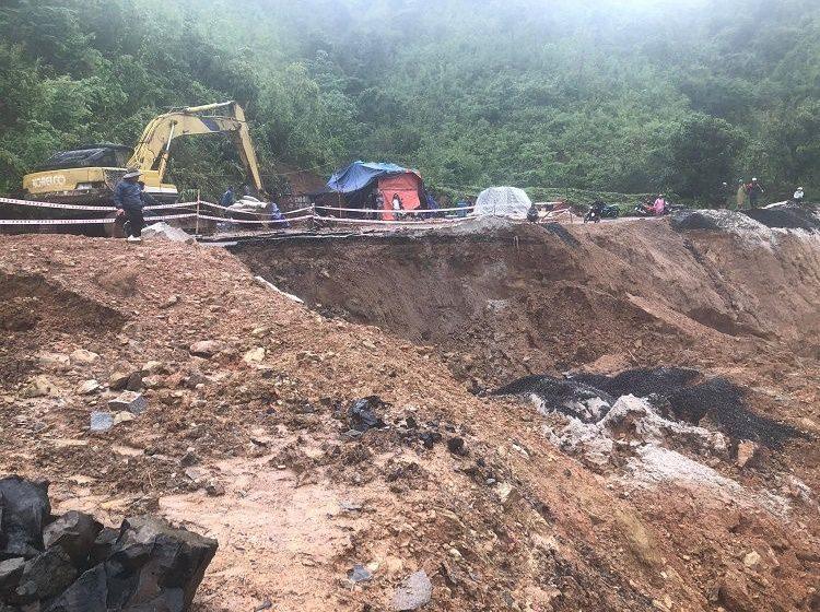 Mưa lớn gây sạt lở đường liên xã Nam Ka – Ea Rbin