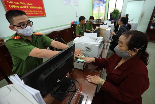 Không đổi thẻ CCCD theo quy định có thể bị phạt tiền