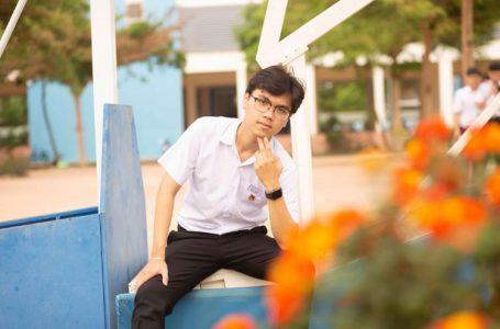 Học sinh Võ Minh Tiến, lớp 12 chuyên Lý, trường THPT chuyên Nguyễn Du (Đắk Lắk).