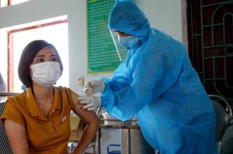 Tiêm vắc xin ngừa COVID-19 cho công nhân ở Bắc Ninh chiều 1-6 – Ảnh: Bộ Y tế