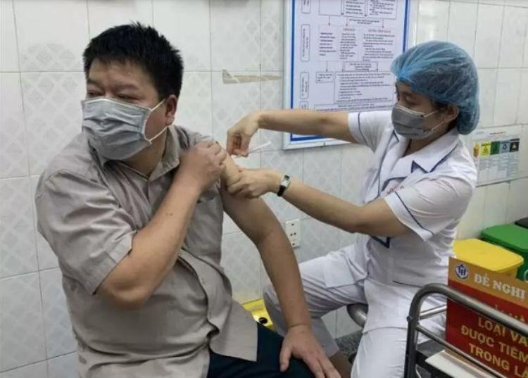 Bị sốt sau khi tiêm vaccine Covid-19 có đáng lo?