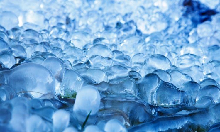 6 công dụng làm đẹp từ đá lạnh