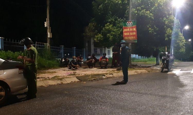 Đắk Lắk: Huyện điều xe đón 10 công dân đi bộ về quê tránh dịch