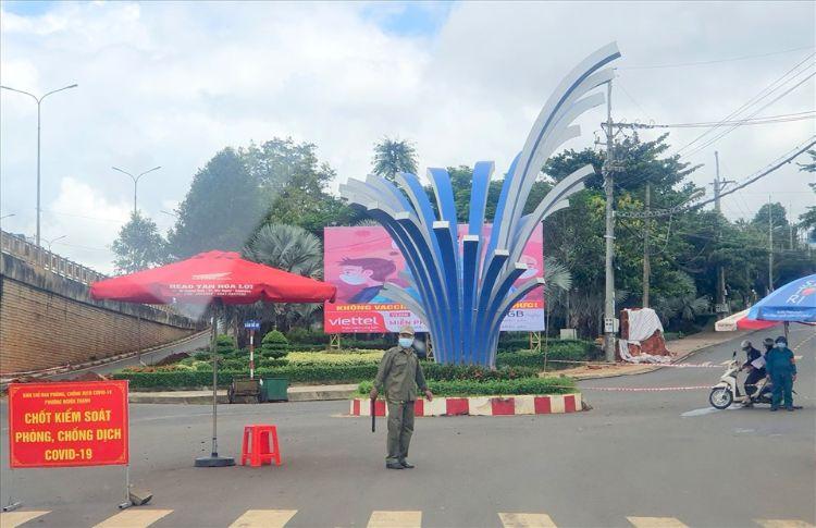 Xe luồng xanh chở người trái phép từ Bình Dương về Đắk Nông