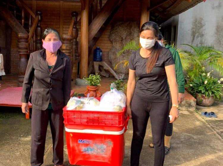 Việc tử tế: Một gia đình Đắk Lắk tự nguyện nấu 480 suất cơm hỗ trợ người dân khu cách ly