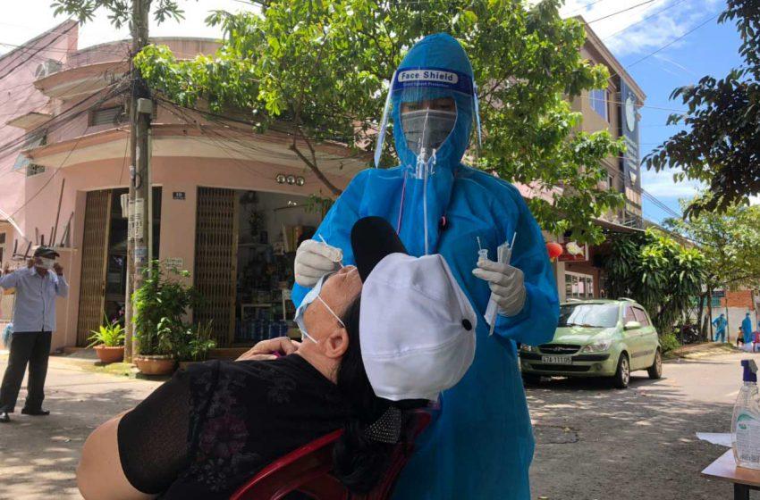 Phóng Sự Ảnh : Đoàn Thanh Niên kết hợp cùng Đội Y Tế  hỗ trợ lấy mẫu test nhanh tại TP. Buôn Ma Thuột, Đắk Lắk.