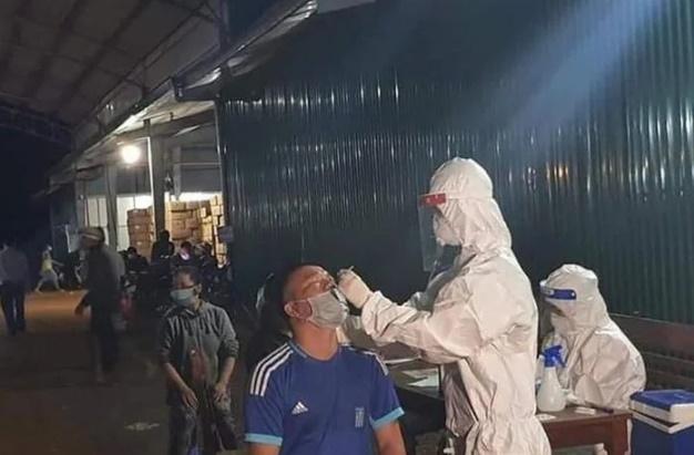 Đắk Lắk: Khẩn trương lấy 900 mẫu test trong đêm, phát hiện 27 ca dương tính