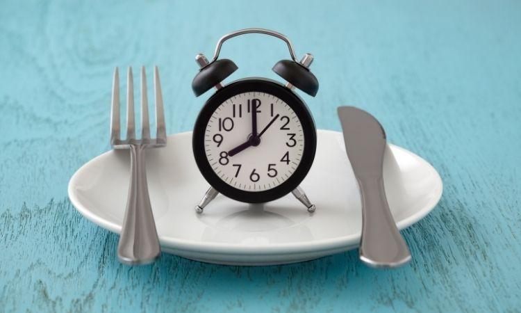 9 tác hại gặp phải khi nhịn ăn để giảm cân