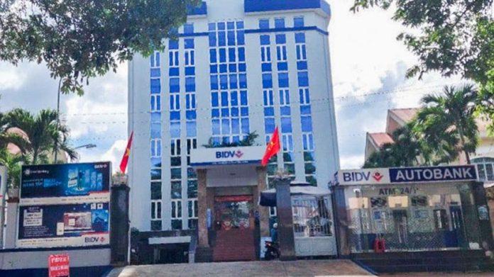 Đắk Lắk: Một chi nhánh ngân hàng đưa 15 người không phải là nhân viên vào tiêm vắc-xin Covid-19