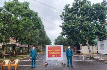 Chốt phong tỏa một khu vực dân cư thuộc đường Thủ Khoa Huân, phường Thành Nhất