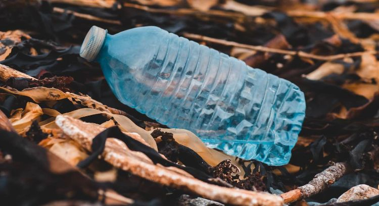 Thái Lan sản xuất đồ bảo hộ COVID-19 từ chai có nắp